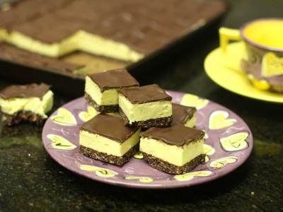 Scrumdiddlyumptious chocolate banana marshmallow slice!
